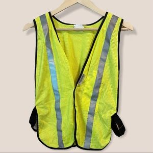 NWOT 3M Neon Yellow Reflective Safety Vest
